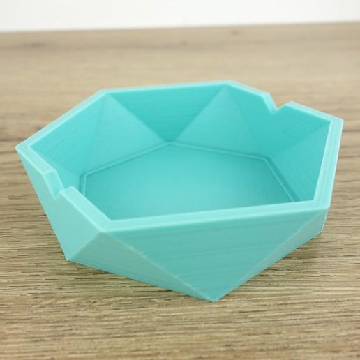 Download 3D printer files Low poly ashtray, QBMaker
