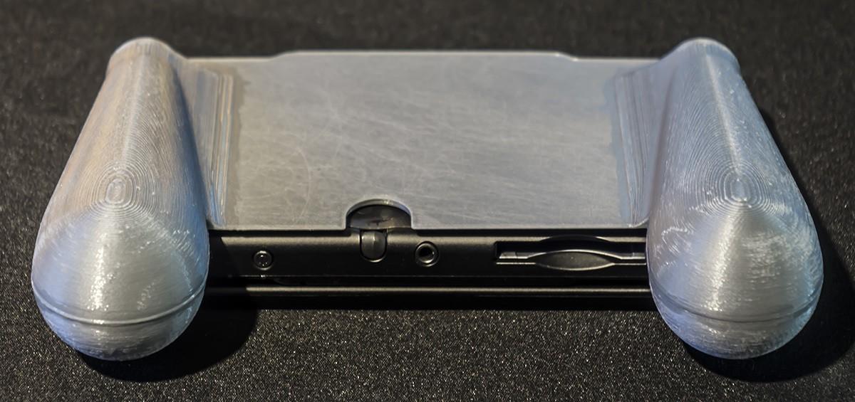 DSC06125.jpg Download STL file Nintendo New 3DS (N3DS) grip • Template to 3D print, RajenK