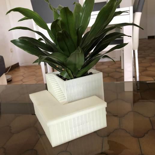 Télécharger objet 3D POT DE FLEURS AVEC RESERVOIR, JBART