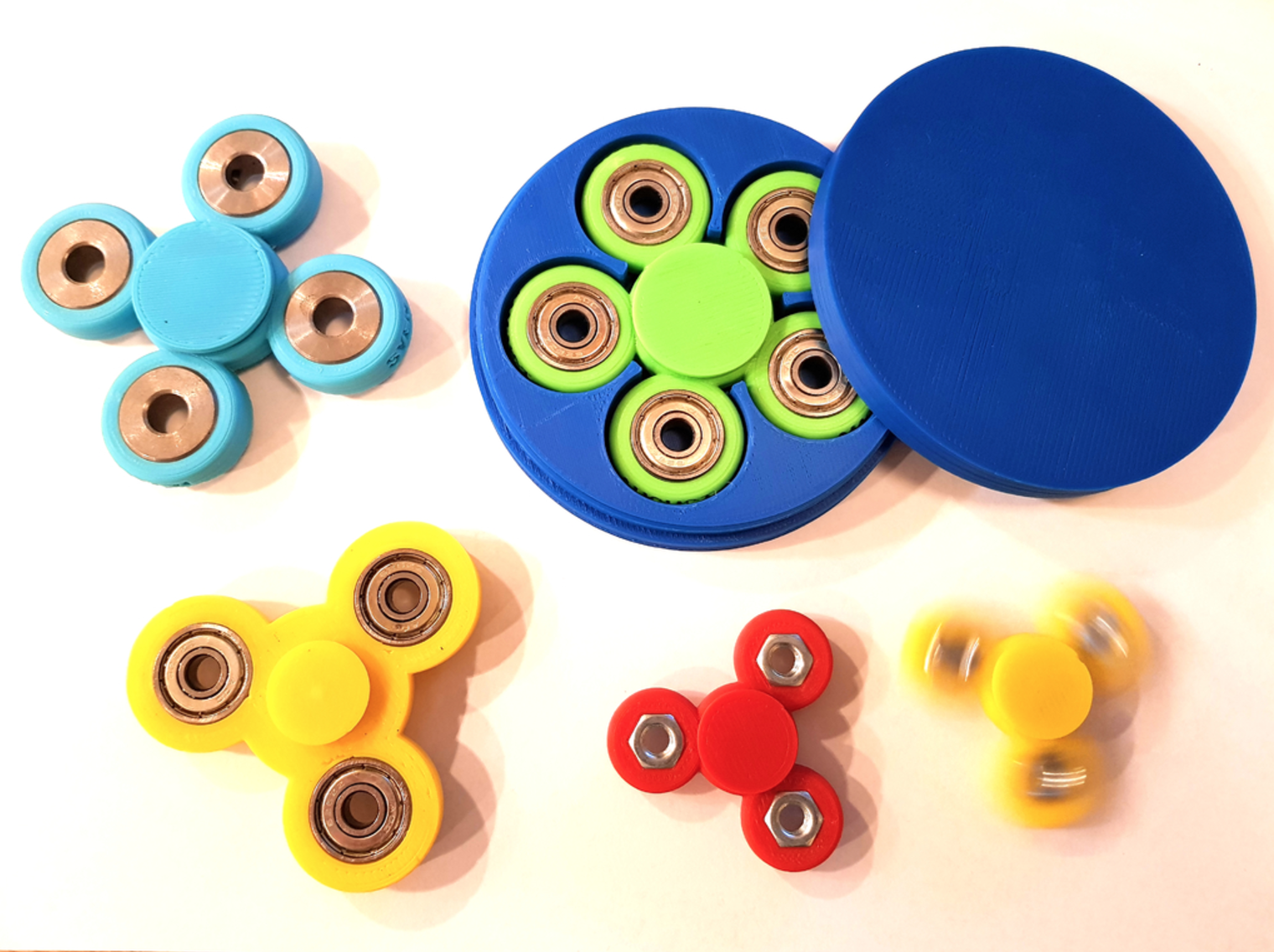 Capture d'écran 2017-06-01 à 10.07.49.png Download free STL file Customizable fidget spinner with text and perfect storage box • 3D printer template, eirikso