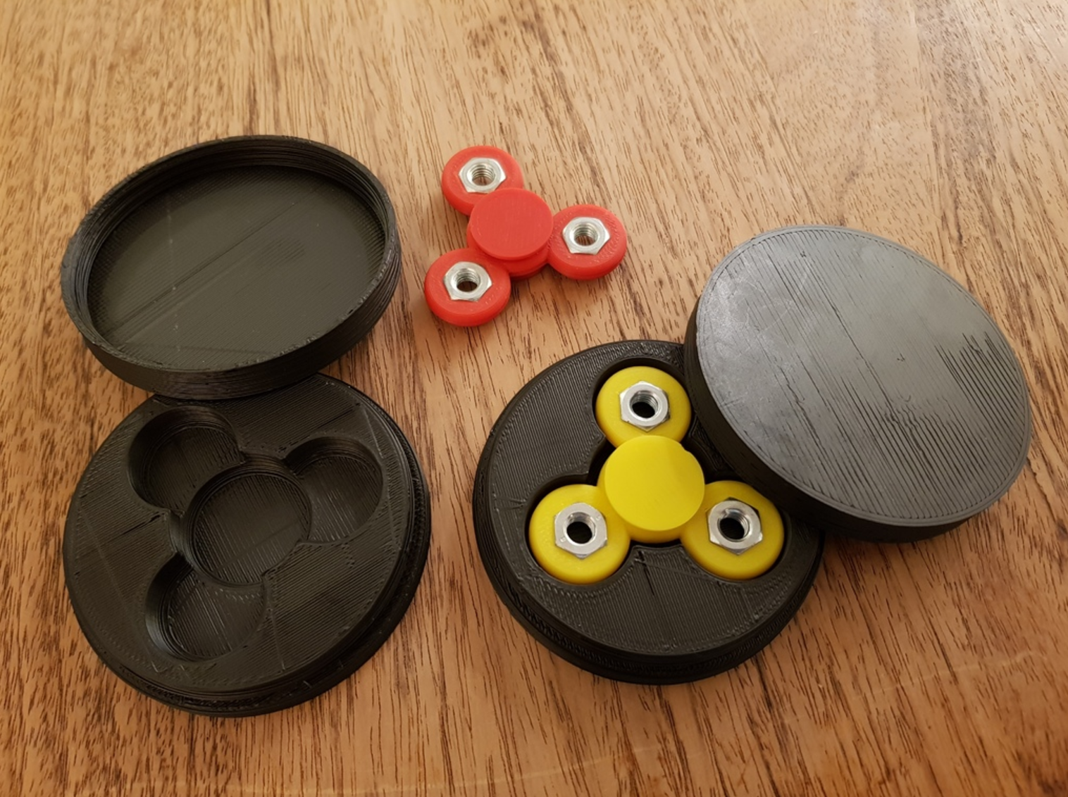 Capture d'écran 2017-06-01 à 10.08.04.png Download free STL file Customizable fidget spinner with text and perfect storage box • 3D printer template, eirikso