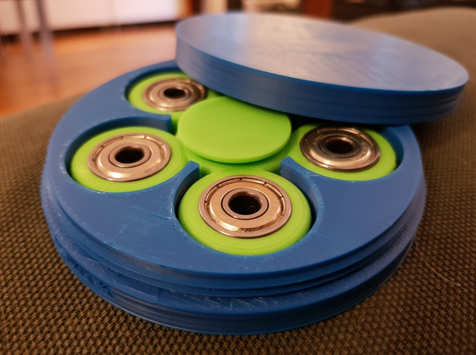 Capture d'écran 2017-06-01 à 10.07.57.png Download free STL file Customizable fidget spinner with text and perfect storage box • 3D printer template, eirikso