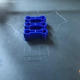 IMG_0361.jpg Télécharger fichier STL gratuit Attache pour les rails du train en bois Lidl • Plan à imprimer en 3D, luckies