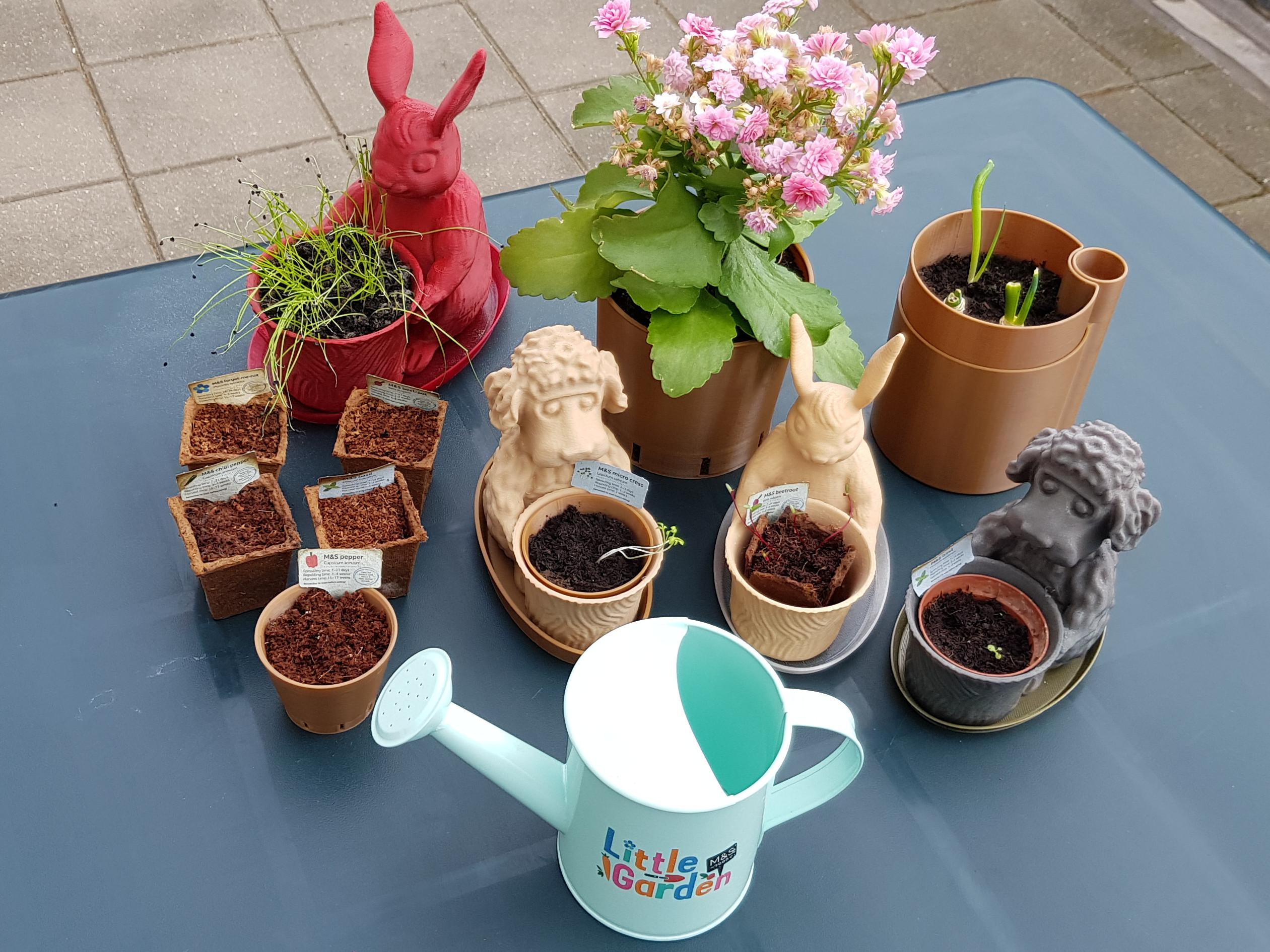 Plant Pots IG 1200x900.jpg Télécharger fichier STL gratuit Le chien du jardinier dans un petit jardin • Modèle pour impression 3D, MaxFunkner