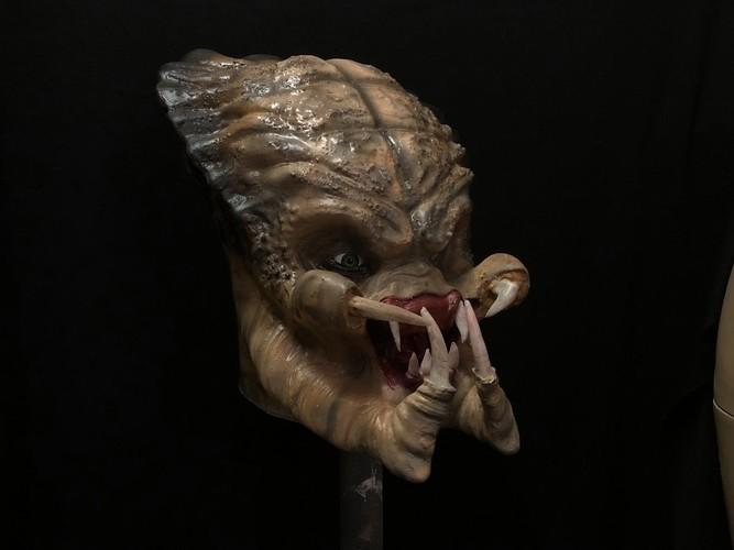 container_predator-head-3d-print-model-3d-printing-188786.jpg Download STL file Predator head 3D lifesize model cosplay collection • 3D print design, PMF