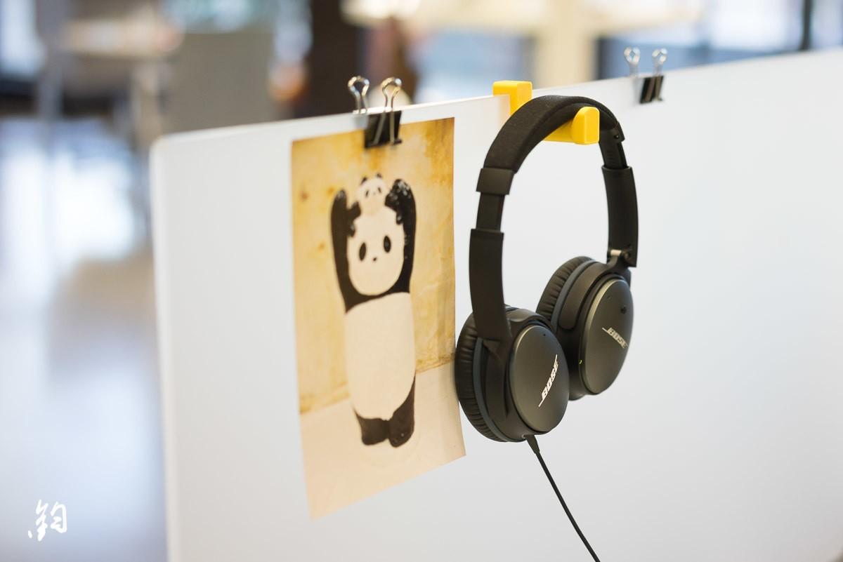 Instagram Gadgets 1-2.jpg Download STL file Headphone holder for office desk divider • Object to 3D print, ShawnShi