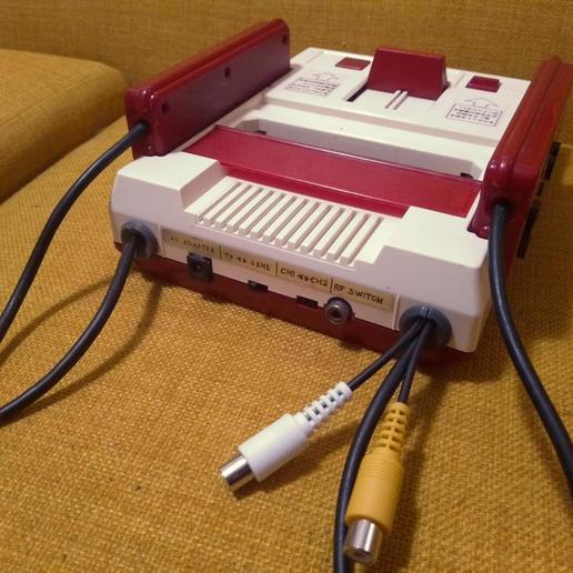Famicom06.jpg Download free STL file Famicom cable support grommet for AV mod • 3D printable template, tahustvedt