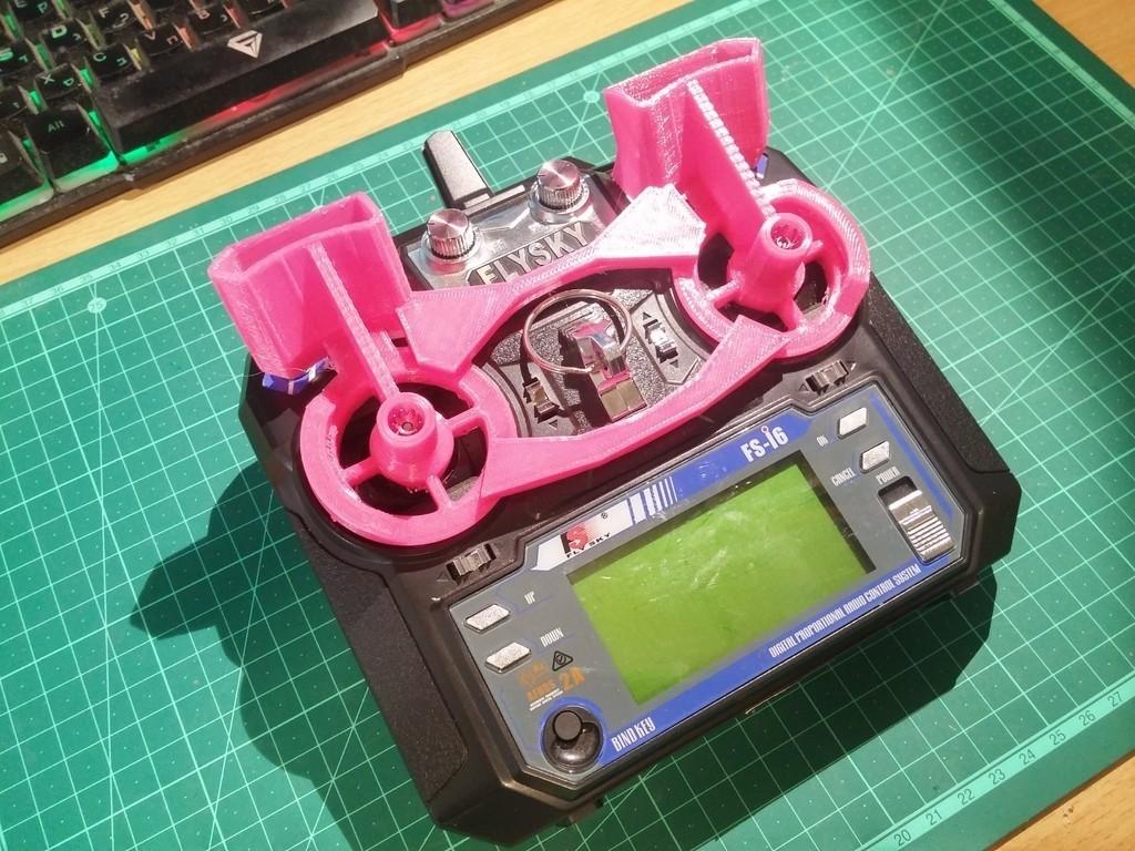 3abfb4b34e24d66b0cc52ec73a6a9463_display_large.jpg Télécharger fichier STL gratuit Flysky FS-i6 Protecteur de cardan et d'interrupteur renforcé • Objet imprimable en 3D, ykratter