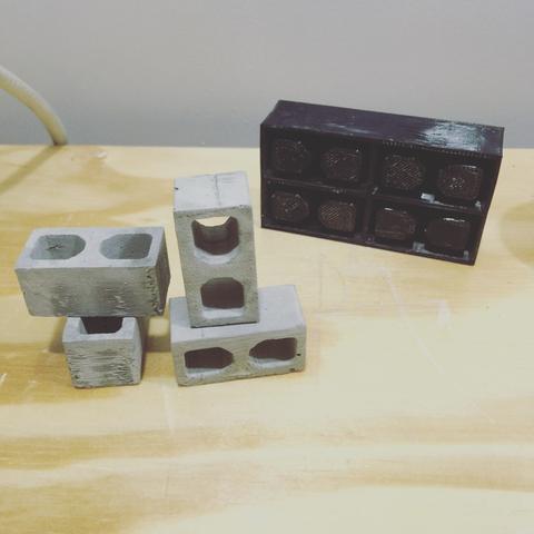 Capture d'écran 2016-11-22 à 18.53.15.png Download free STL file 4 Miniature cinder block mold • 3D printing model, 3Delivery