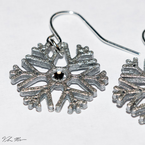 Free 3D file Snowflake Earrings, Desktop_Makes