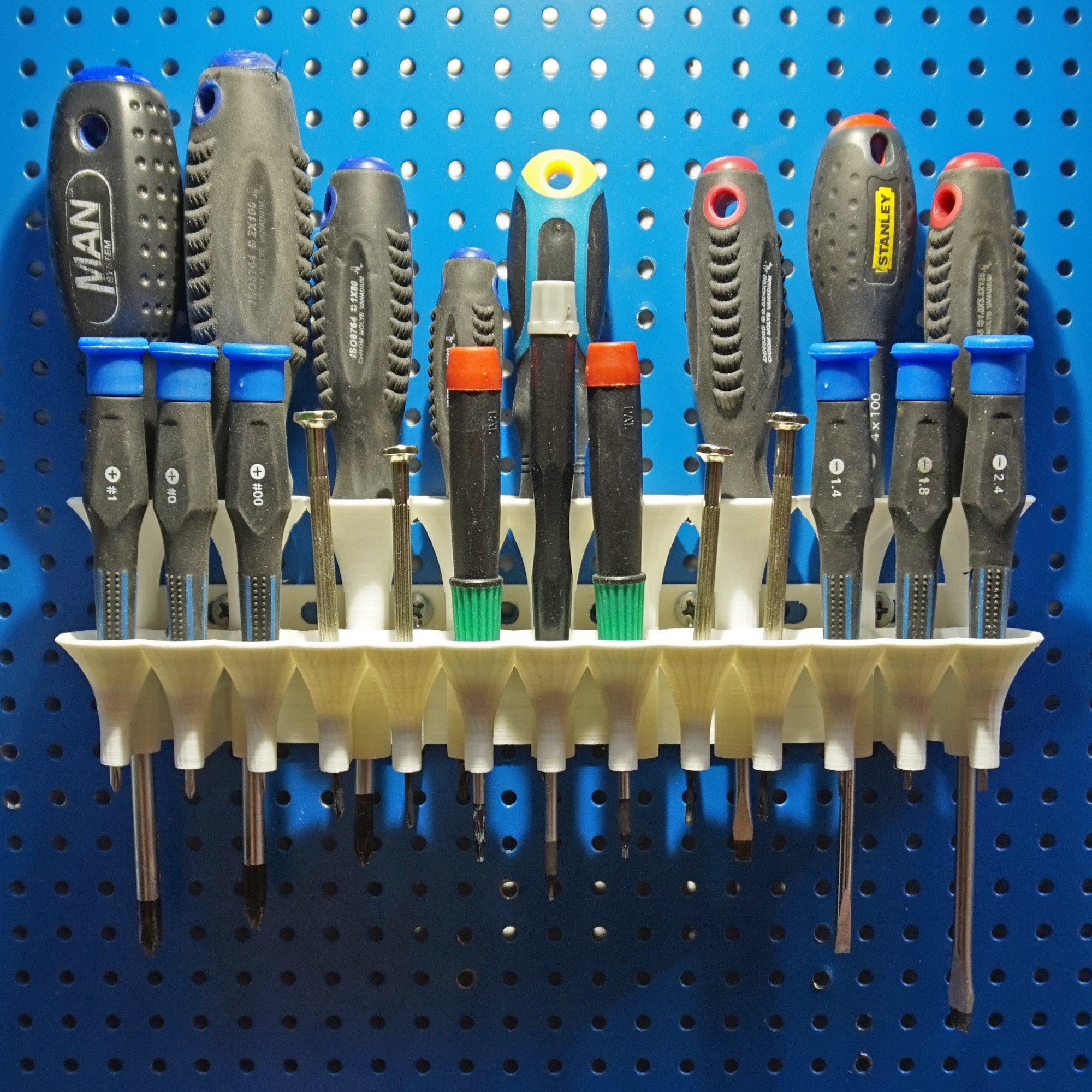 Front.jpg Download STL file Screwdriver holder (pegboard or wall mounted) • Model to 3D print, FrankLumien