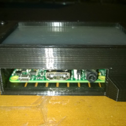 WP_20170416_011.jpg Download free STL file Raspberry pi 3 boitier + écran 4 pouces • 3D print template, Cyborg