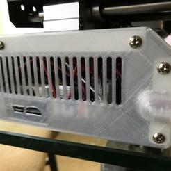 Descargar diseños 3D gratis Panel lateral para el Monoprice Mini con el enrutamiento del cable, cmh