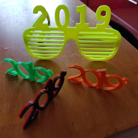 20181211_142628.jpg Download free STL file glasses and key ring 2019 • Template to 3D print, catf3d