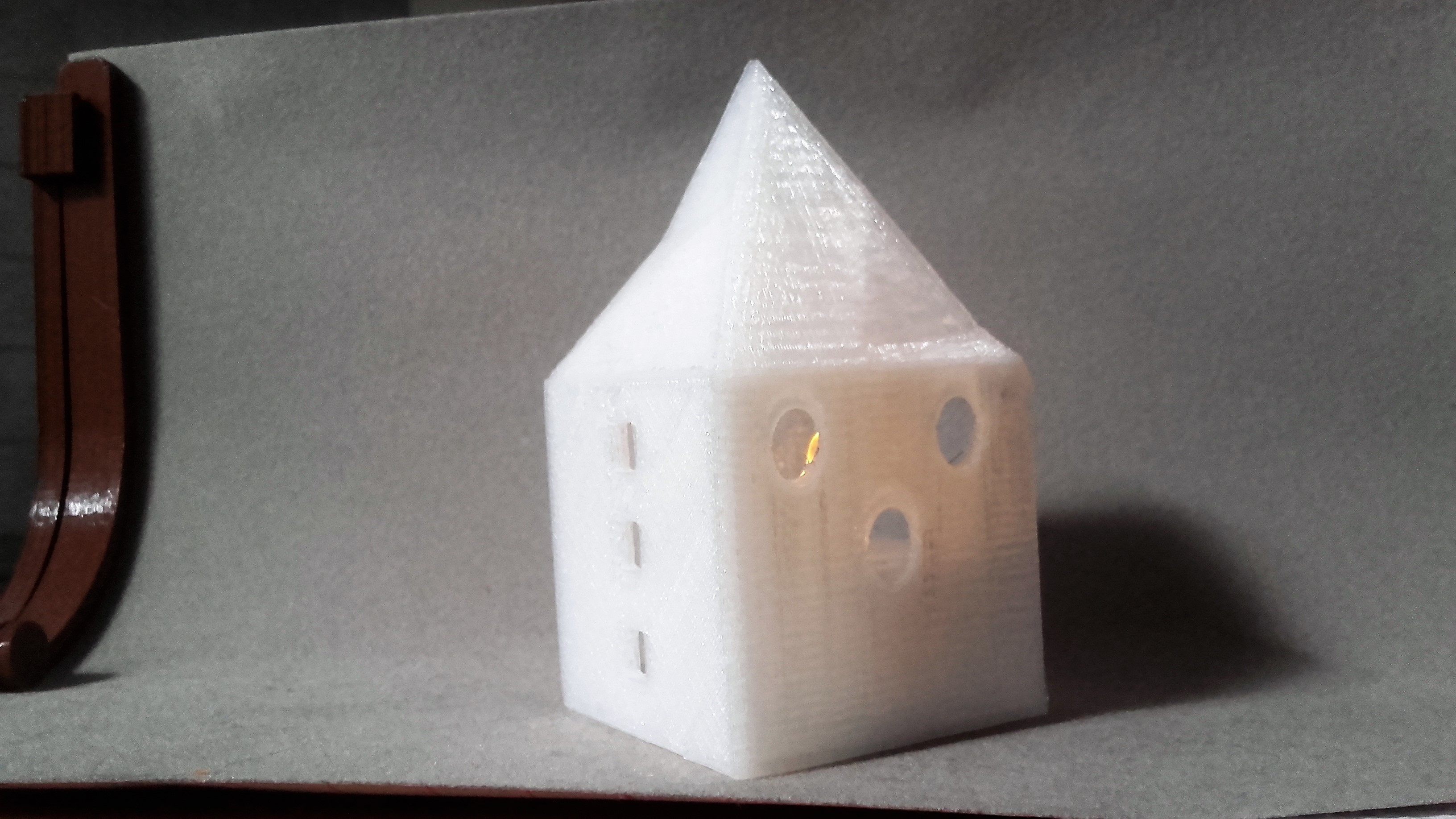 20170608_180149.jpg Download STL file Small illuminated house • 3D printable template, catf3d