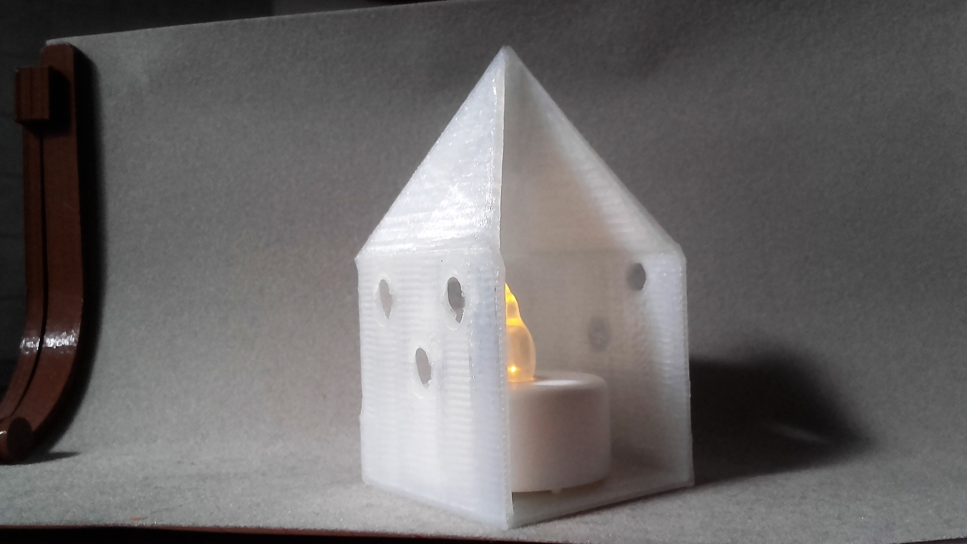 20170608_180206.jpg Download STL file Small illuminated house • 3D printable template, catf3d
