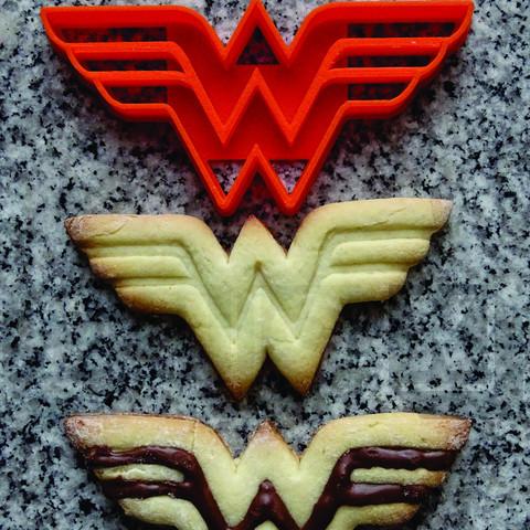 Imprimir en 3D cortante galletita wonder woman, PatricioVazquez