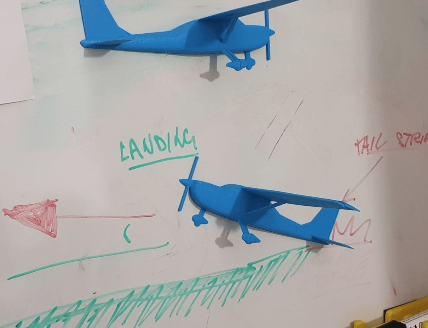 Capture d'écran 2018-05-04 à 11.19.05.png Download free STL file Airplane Model for Flight School • 3D printer design, FABtotum