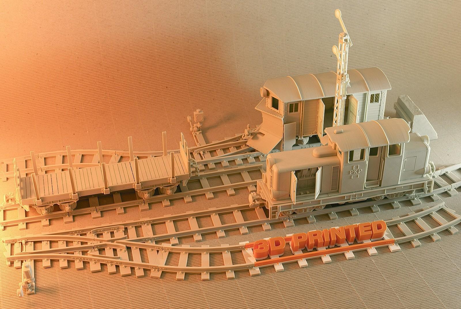 DSC07562L.jpg Download STL file Diesel-01 locomotive model that fits popular tracks • 3D print model, euroreprap_eu