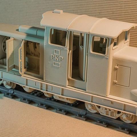 FMQK4ASI4O23U28.LARGE.jpg Download STL file Diesel-01 locomotive model that fits popular tracks • 3D print model, euroreprap_eu