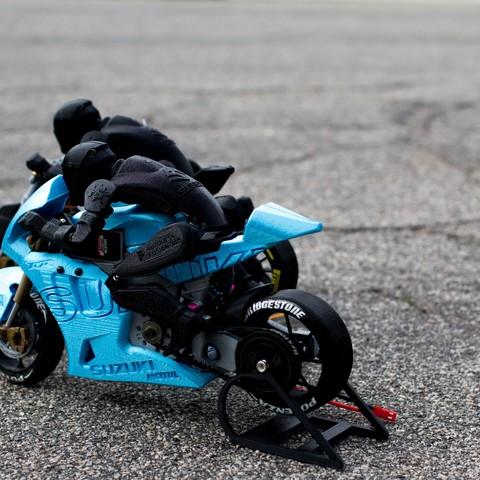_MG_4395.jpg Télécharger fichier STL gratuit 2016 Suzuki GSX-RR MotoGP RC Moto • Modèle pour imprimante 3D, brett