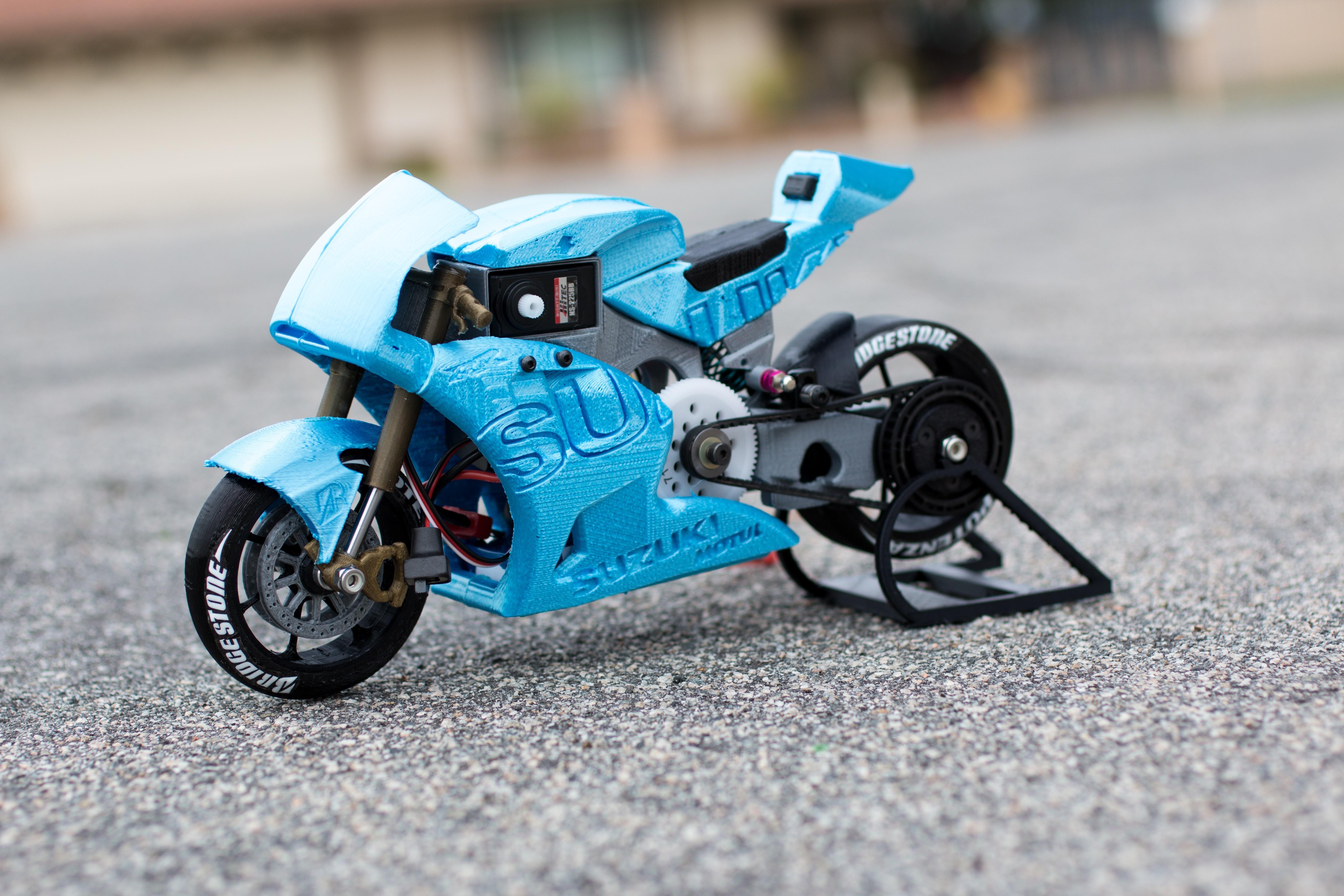 _MG_4243.jpg Télécharger fichier STL gratuit 2016 Suzuki GSX-RR MotoGP RC Moto • Modèle pour imprimante 3D, brett