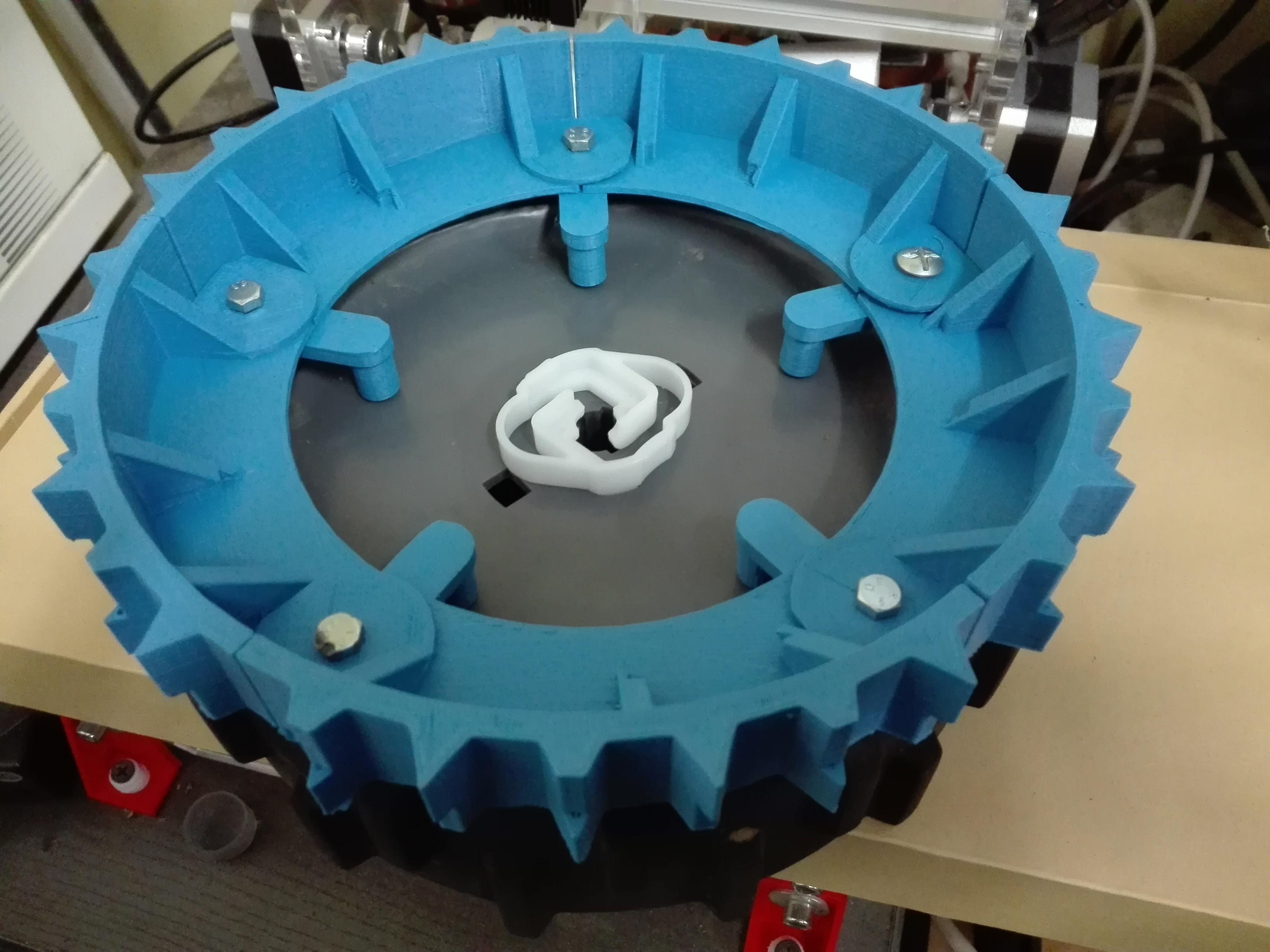 IMG_20171012_165807.jpg Download STL file robomow track width crampon wheel • 3D printable model, frednad