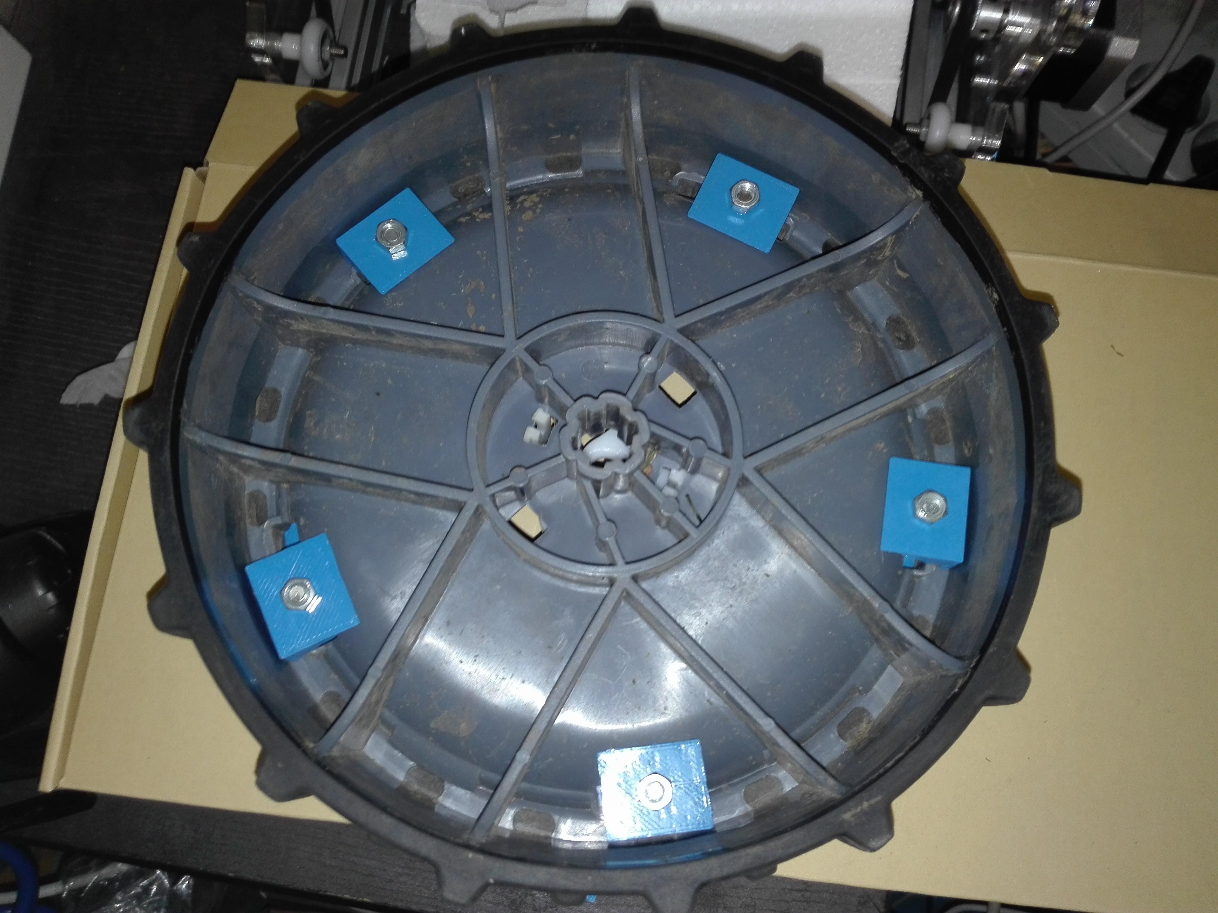 IMG_20171012_165826.jpg Download STL file robomow track width crampon wheel • 3D printable model, frednad