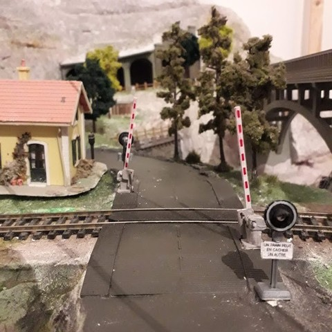 STL ALSTOM level crossing with track crossing and light signal, dede34500