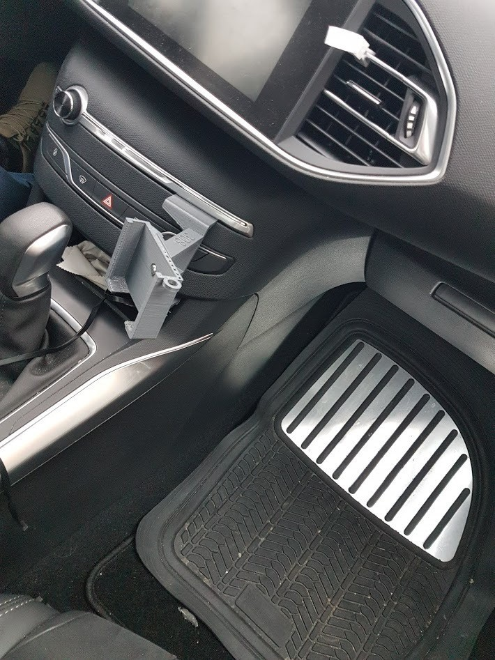 20180113_091959.jpg Download STL file Peugeot 308 smartphone support • 3D printer design, C1-concept