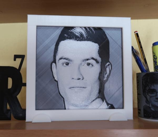 Capture d'écran 2018-03-12 à 10.27.25.png Télécharger fichier STL gratuit cadre dessin 3D Cristiano Ronaldo CR7 • Modèle à imprimer en 3D, 3dlito