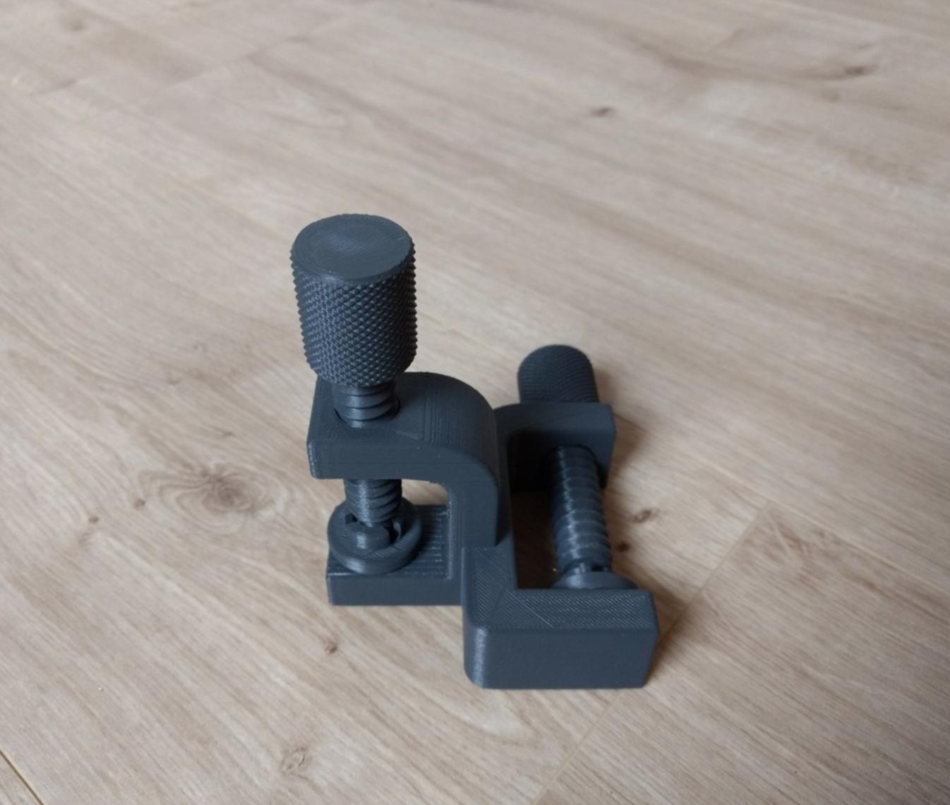 Capture d'écran 2018-01-02 à 18.18.24.png Download free STL file Double Clamp • 3D printable design, Julien_DaCosta