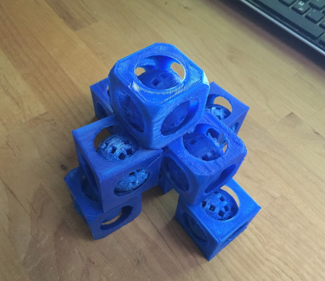 Capture d'écran 2017-05-09 à 17.42.59.png Download free STL file Present: movable ball in a cube made with tinkercad with tutorial • 3D printable model, squiqui