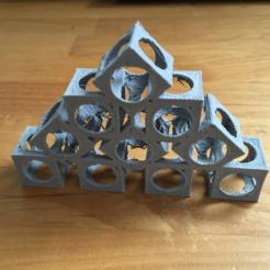 Free 3D printer file Cube tower, squiqui