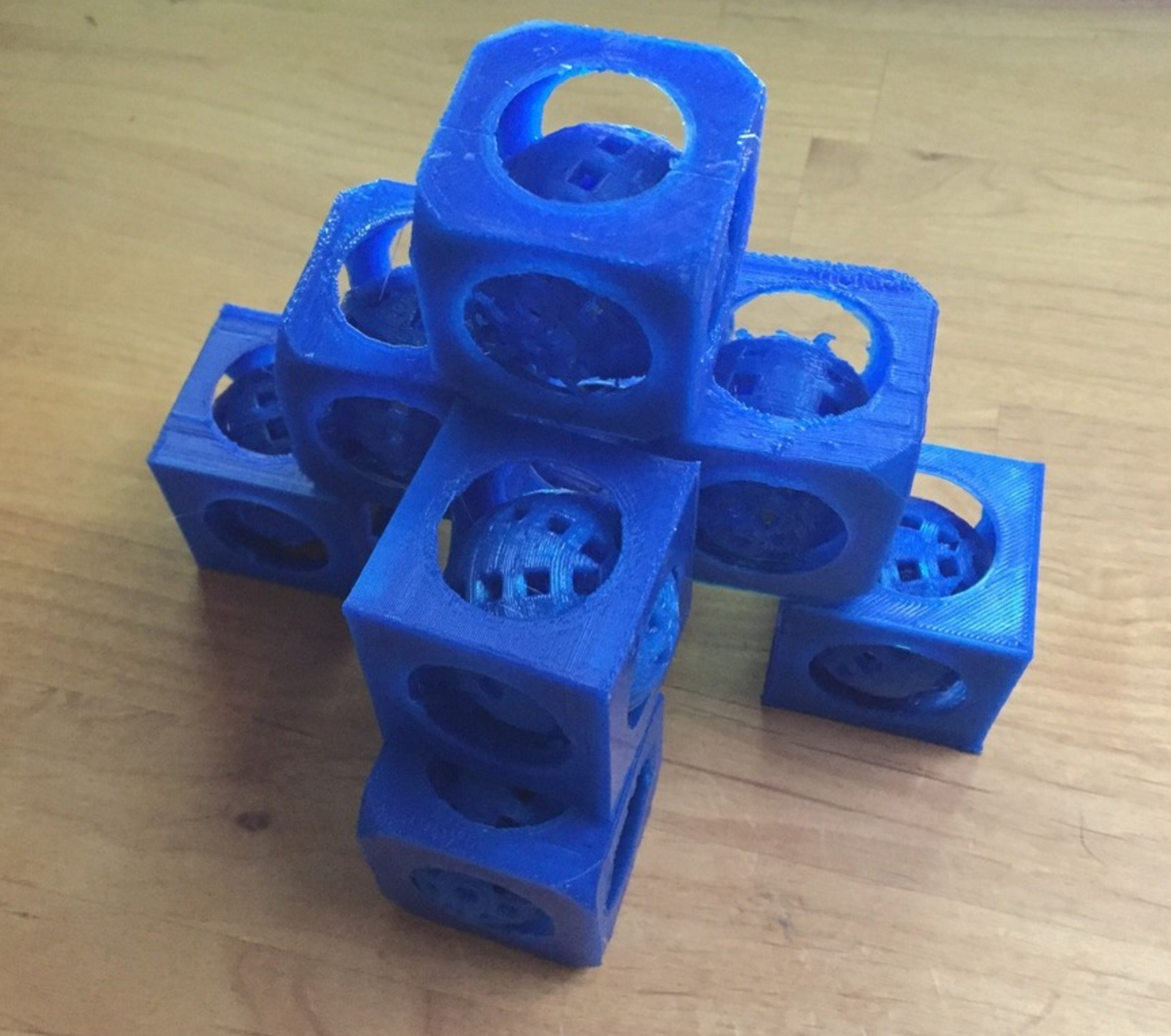 Capture d'écran 2017-05-09 à 17.42.51.png Download free STL file Present: movable ball in a cube made with tinkercad with tutorial • 3D printable model, squiqui