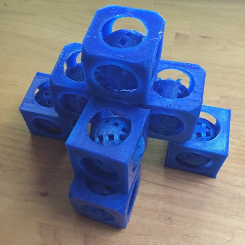 Free 3D file Present: movable ball in a cube made with tinkercad with tutorial, squiqui