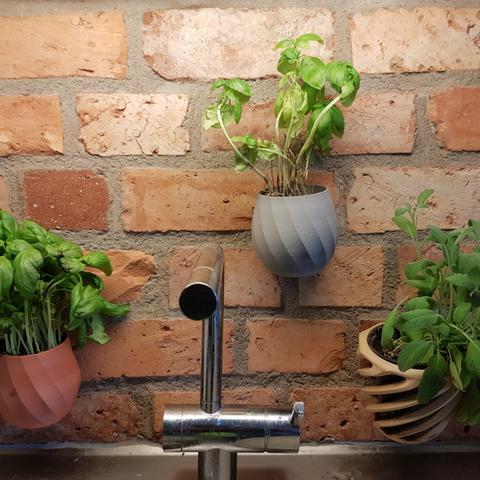 Free 3D print files wallmounted flowerpot, Pratrik