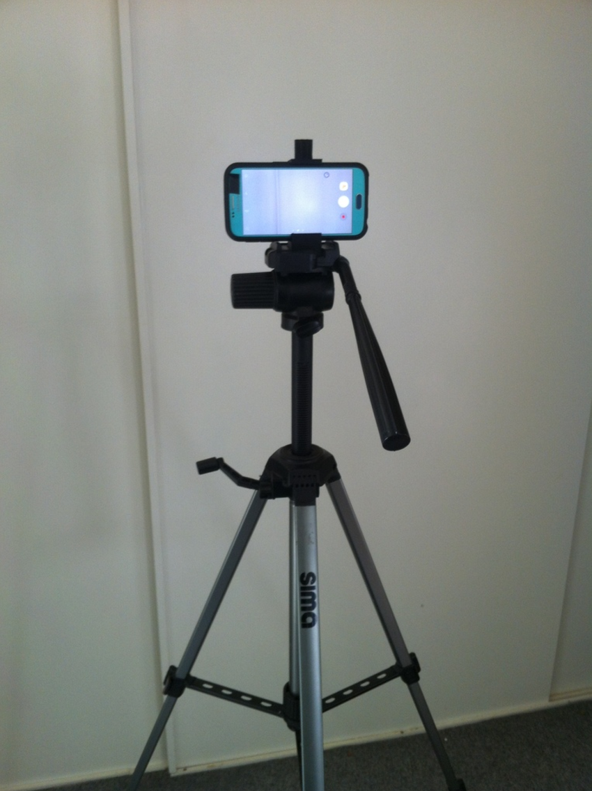 Capture d'écran 2017-09-12 à 15.36.32.png Download free STL file Universal Smartphone Bracket for camera stand • 3D printing template, Job