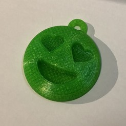 Download free 3D printing files Emoji with eyes of hearts keychain, i3Dsd