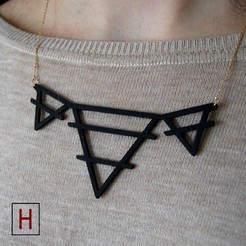 3D printer file Necklace - Deltas with a middle line, HorizonLab