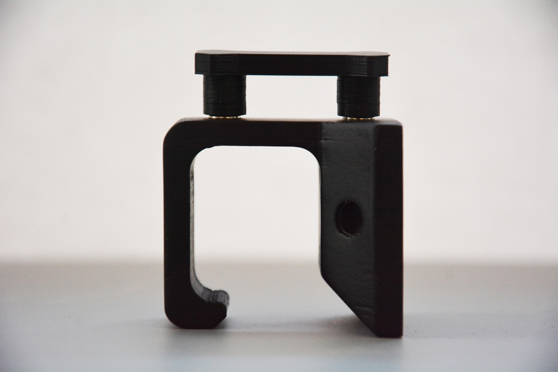 DSC_5499.jpg Download STL file Under-desk Headphone Hanger • 3D printing design, Adylinn