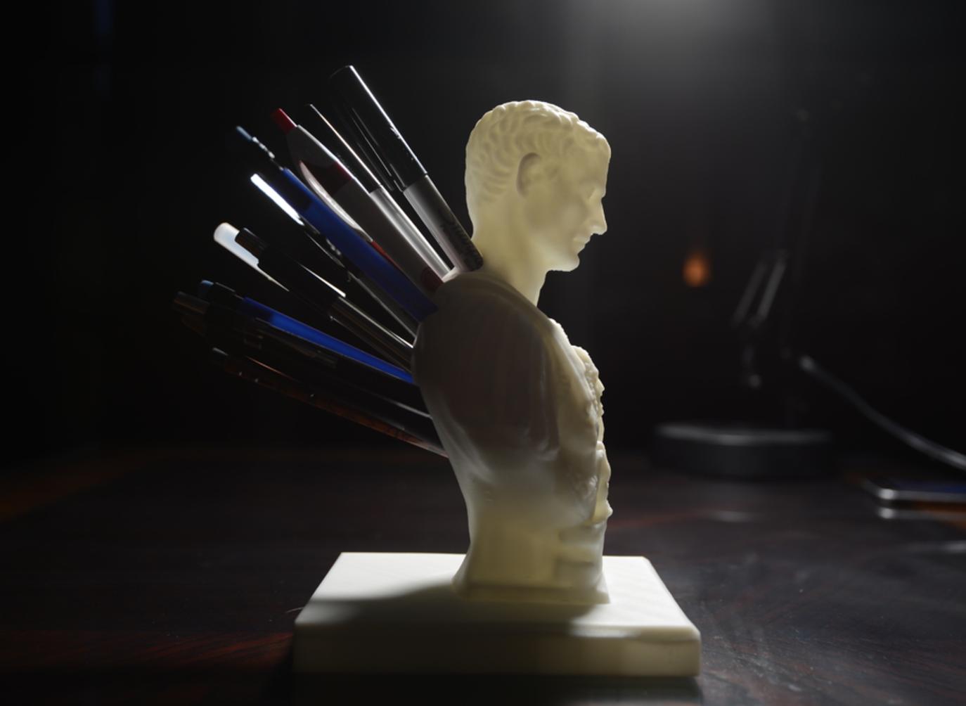 Capture d'écran 2017-09-18 à 11.03.30.png Download free STL file Julius Caesar (Improved) Pen/Pencil Holder • 3D printer model, derailed