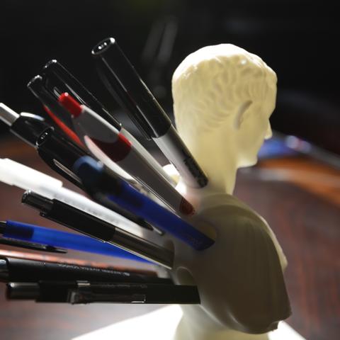 Capture d'écran 2017-09-18 à 11.03.18.png Download free STL file Julius Caesar (Improved) Pen/Pencil Holder • 3D printer model, derailed