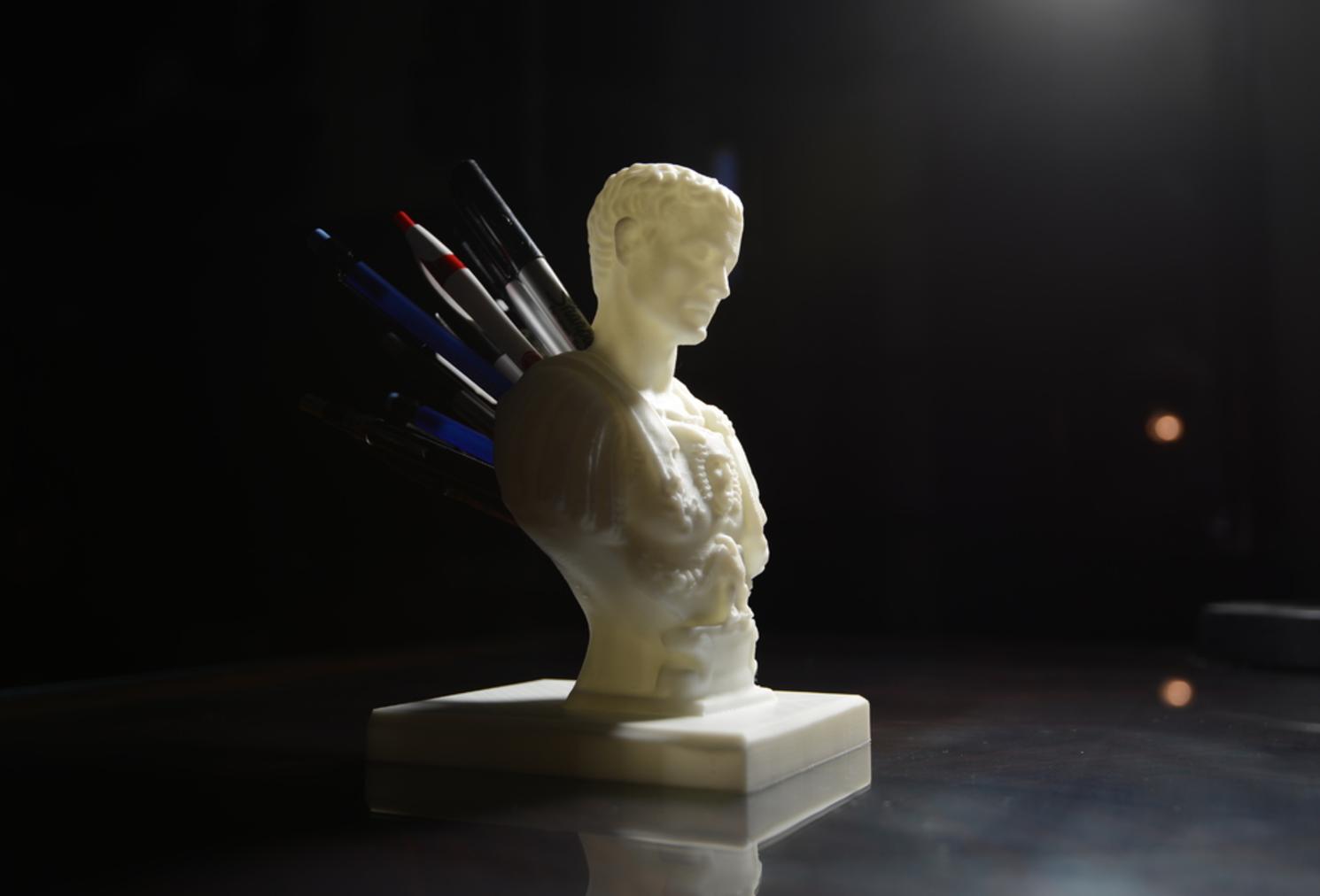 Capture d'écran 2017-09-18 à 11.02.49.png Download free STL file Julius Caesar (Improved) Pen/Pencil Holder • 3D printer model, derailed