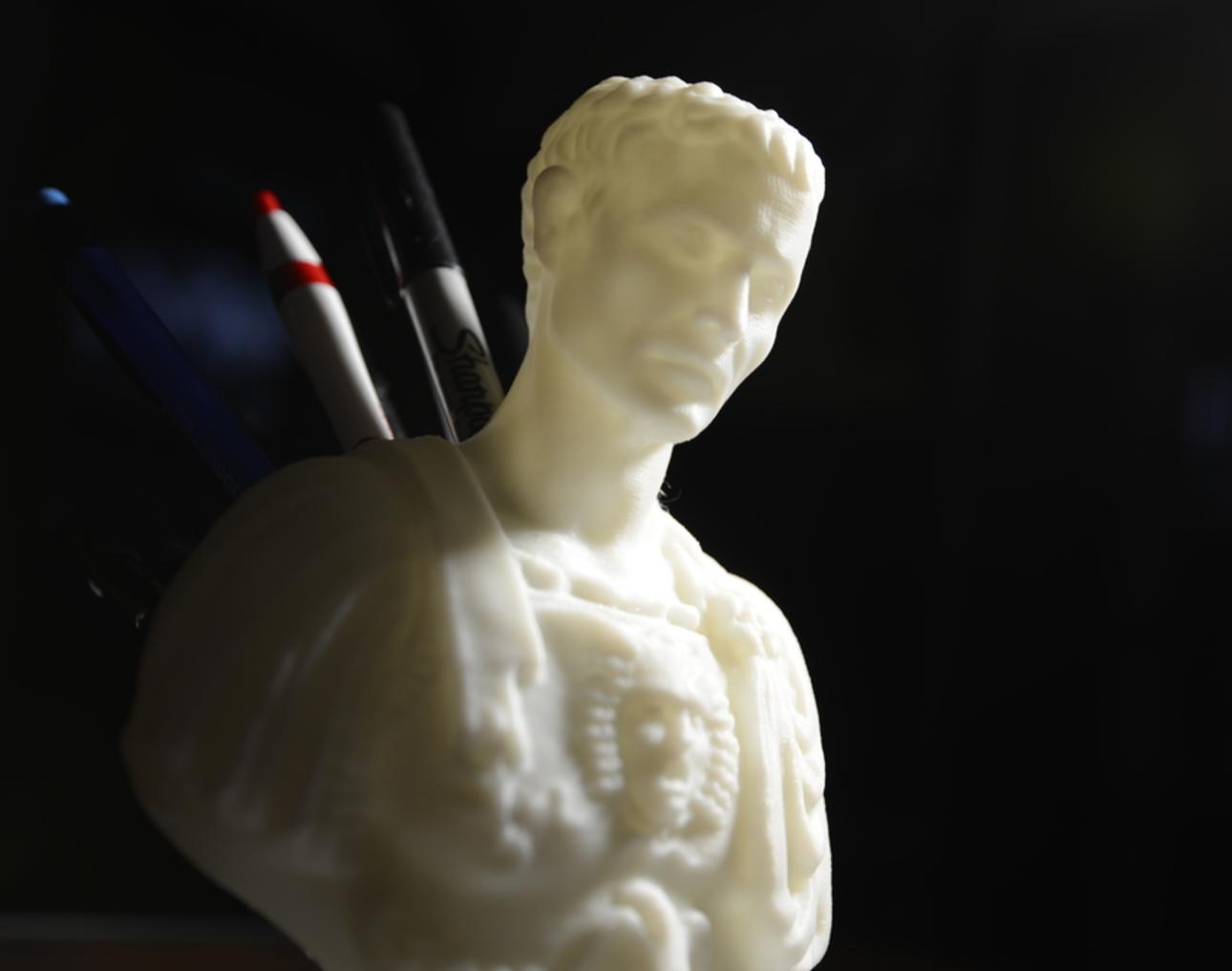 Capture d'écran 2017-09-18 à 11.03.23.png Download free STL file Julius Caesar (Improved) Pen/Pencil Holder • 3D printer model, derailed