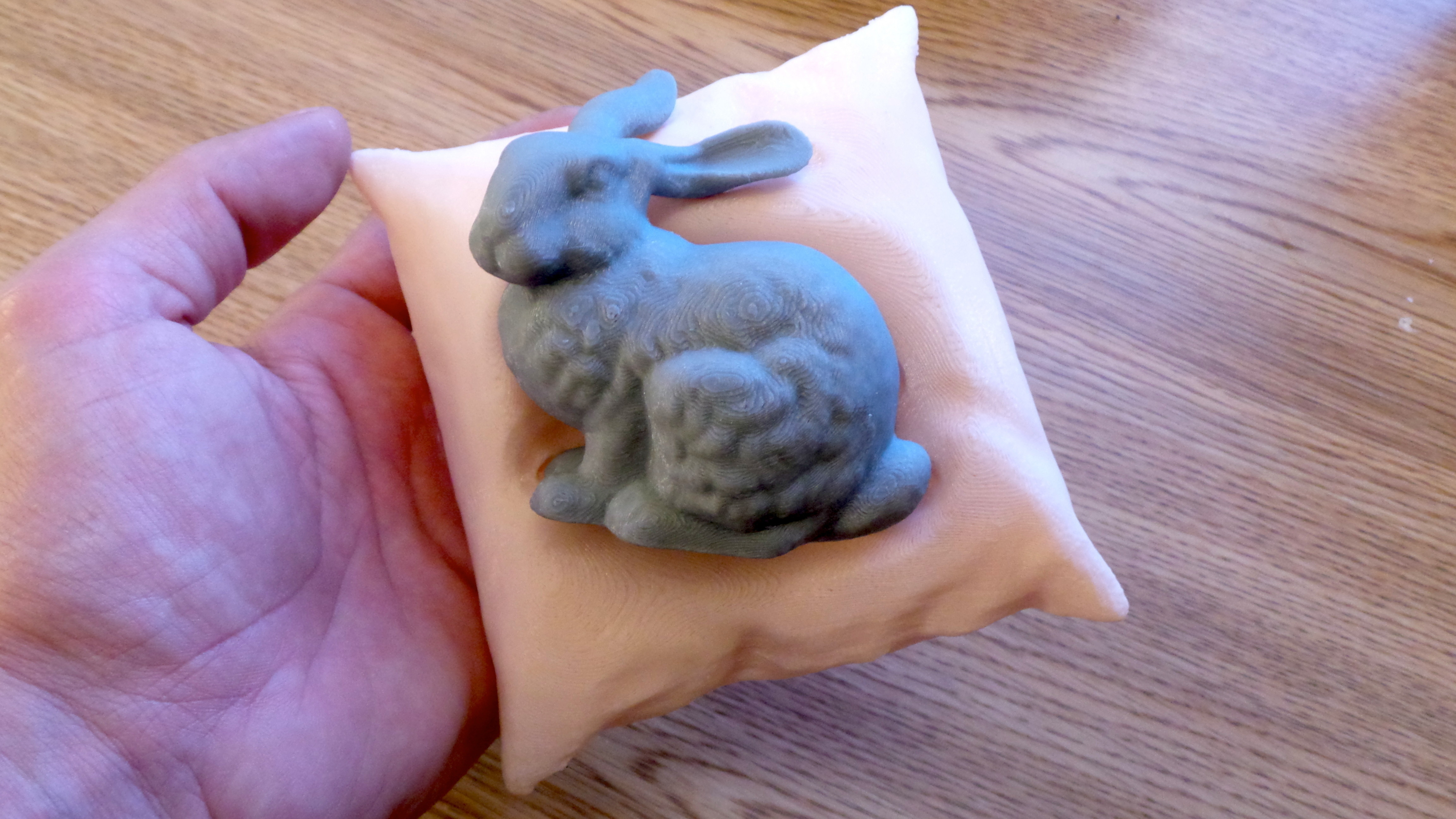 01-Stanford_bunny_resting_on_a_pillow_-_Main_view.jpg Download free STL file Stanford bunny resting on a pillow • Template to 3D print, CreativeTools