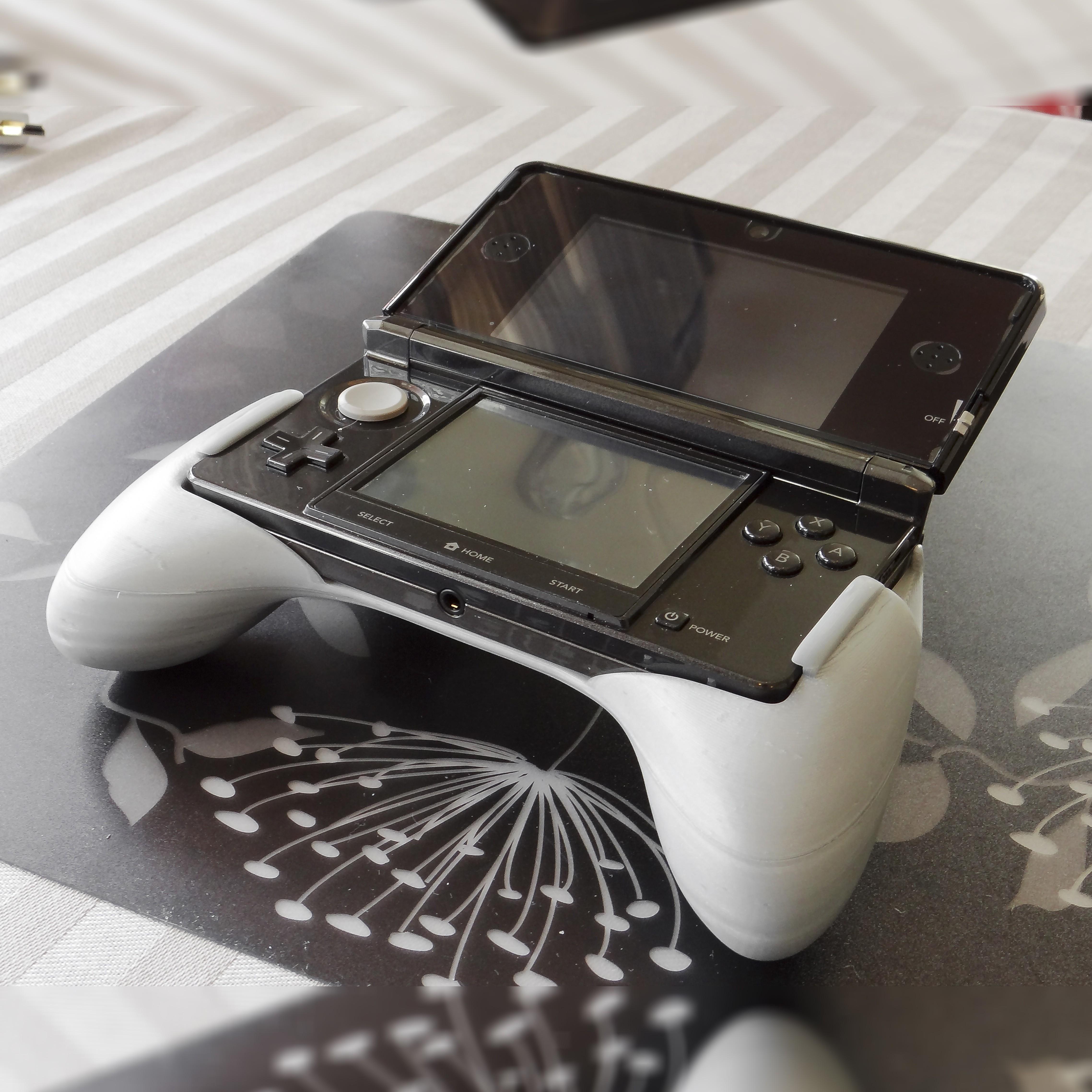 2c.jpg Download free STL file Ergonomic Grip For 3DS (original 3ds) • 3D print template, 3D_Printed_Mangle
