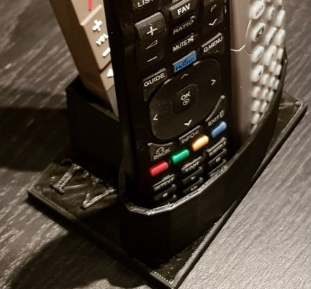 2017-07-16_010004.jpg Télécharger fichier STL gratuit Support porte télécommandes (TV - Box - etc...) • Plan imprimable en 3D, llicari