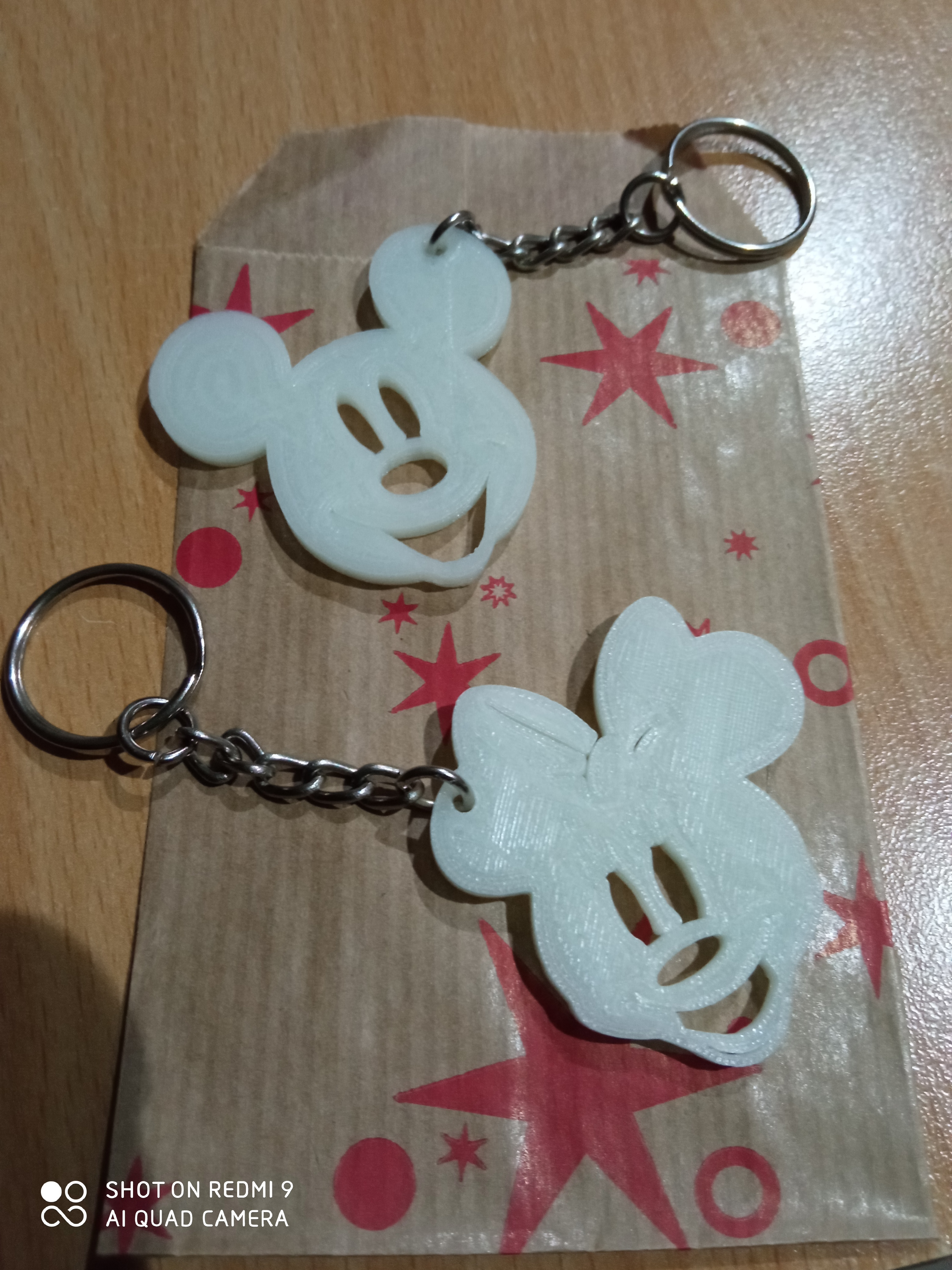 IMG_20201122_211329.jpg Download STL file Mickey and Minnie Keychain • 3D printable template, max123