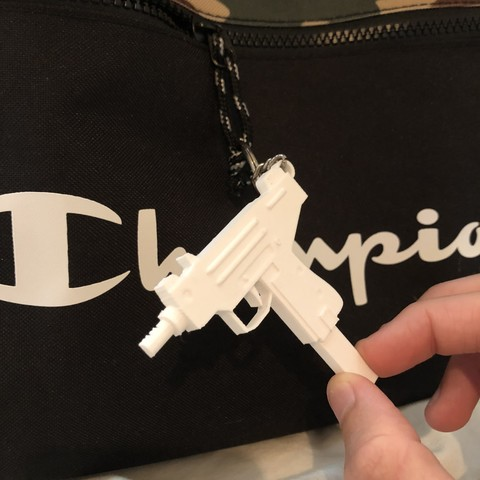 IMG_1041.jpg Download STL file Micro Uzi keychain! • Object to 3D print, Coorbin